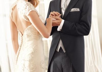 Vestuvinis juodas frakas su dryžuotomis kelnėmis