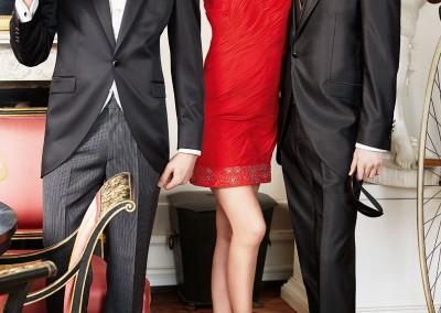 Stilingi, juodi frakai, derinami su įviairių spalvų kaklaraiščiais