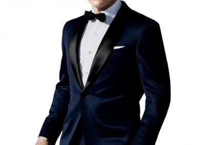 Tamsiai mėlynas smokingas su juoda apykakle