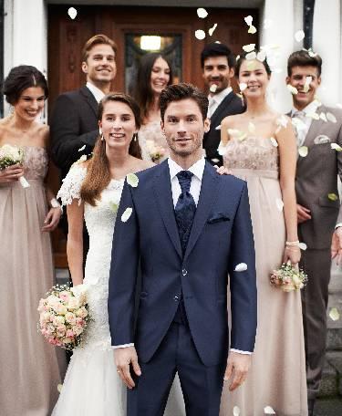 Tamsiai mėlynas, dviejų sagų vestuvinis kostiumas