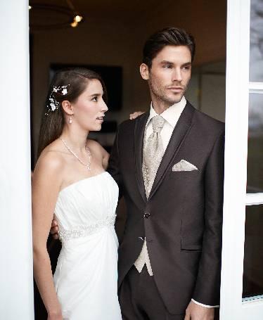 Rudas, 2 sagų blizgus vestuvinis kostiumas
