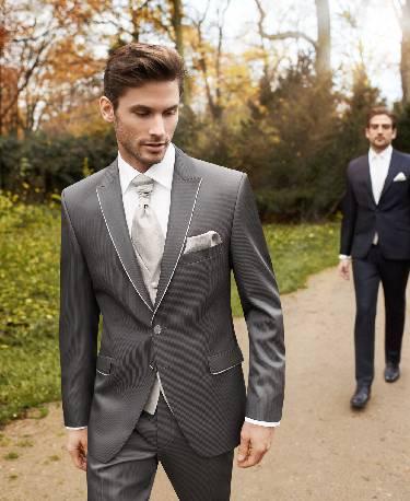Sidabro pilkos, dviejų sagų vestuvinis kostiumas