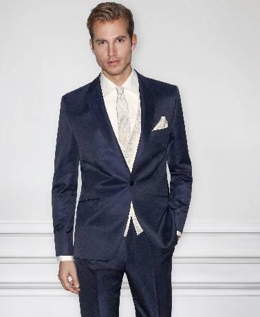 Mėlynas, vienos sagos vestuvinis kostiumas