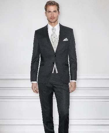 Juodas, dviejų sagų, blizgus vestuvinis kostiumas