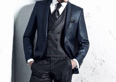 3 dalių kostiumas mėlynos ir juodos spalvos