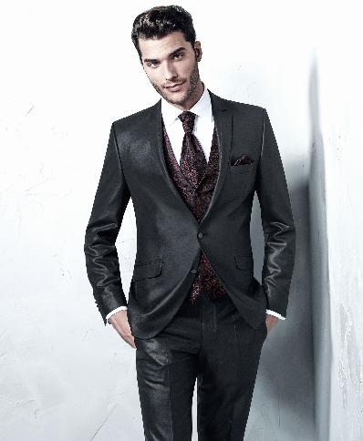 Dviejų sagų juodas blizgus vyriškas kostiumas