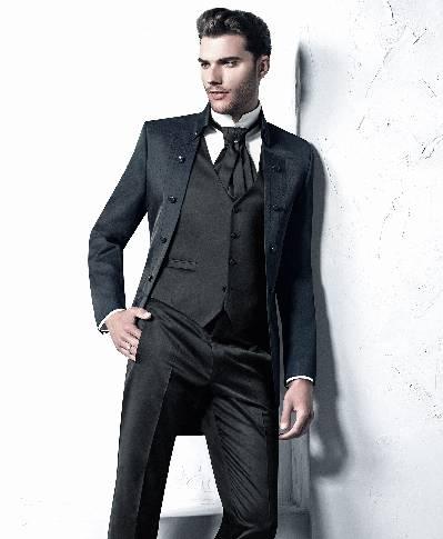 Tamsiai mėlynos spalvos nesusegamas kostiumas