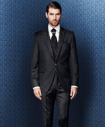 Vienos sagos juodas vyriškas kostiumas