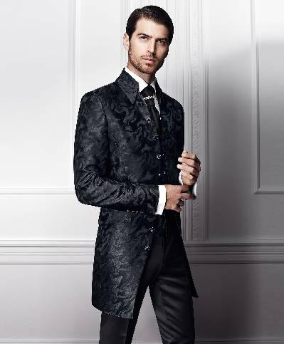 Ilgas juodas kostiumas su devyniom sagom